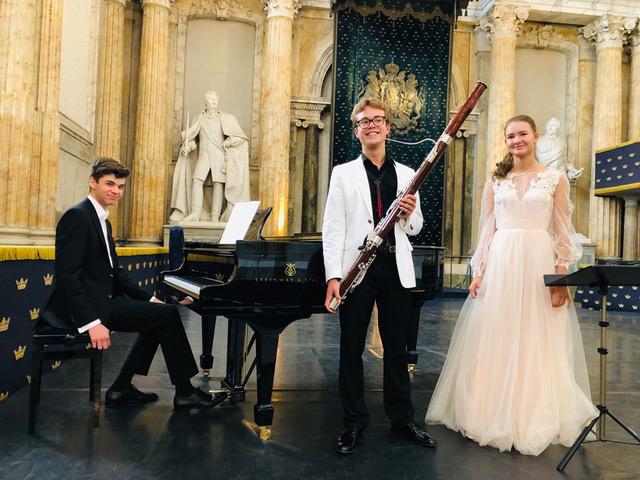 Выступление юных музыкантов в Тронном зале Королевского дворца Стокгольма