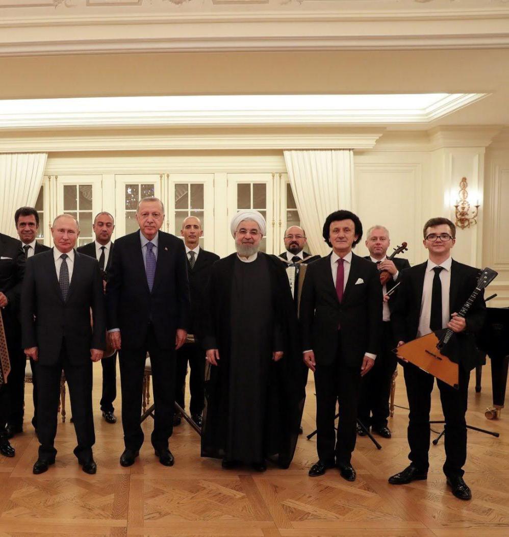Балалаечник Дмитрий Стародубцев на трехстороннем саммите в Анкаре