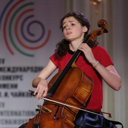 Самый большой подарок в жизни — виолончель от Маэстро!