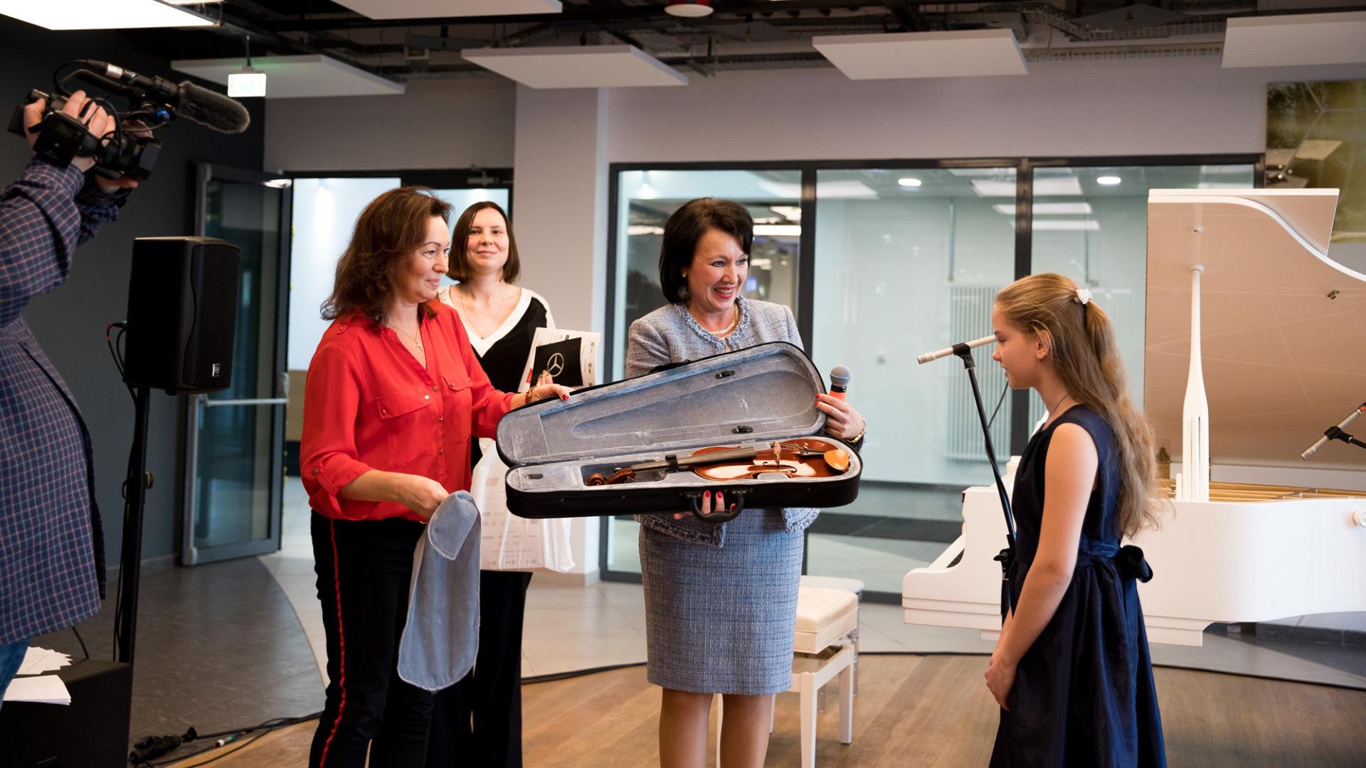 Скрипку итальянского мастера подарили детской школе искусств Солнечногорска