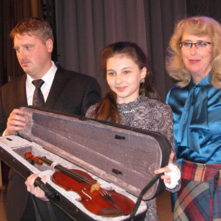 МБФ Владимира Спивакова подарил скрипку калужским детям