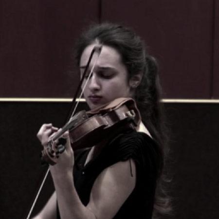 Скрипка, девочка, волшебство добра