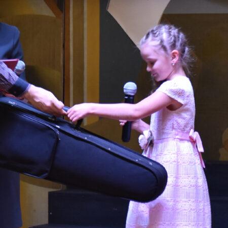 В городе Щекино Тульской области прошла церемония передачи подарка Фонда Владимира Спивакова — ценной скрипки