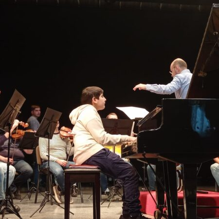 Репетиция юных талантов с оркестром «Виртуозы Москвы» в Старом Осколе